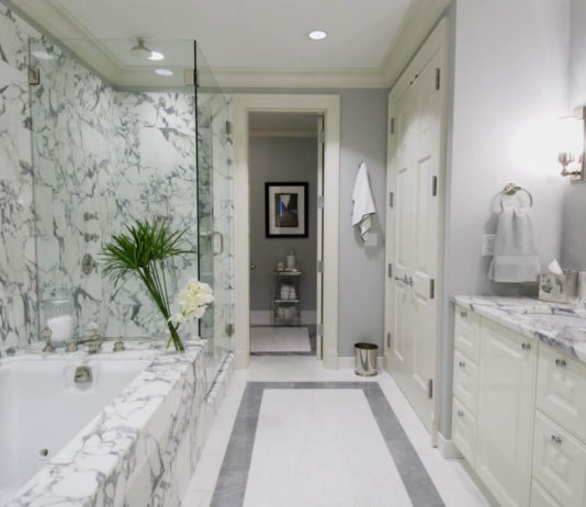 Marble-Wall-Tile-in-Modern-Bathroom